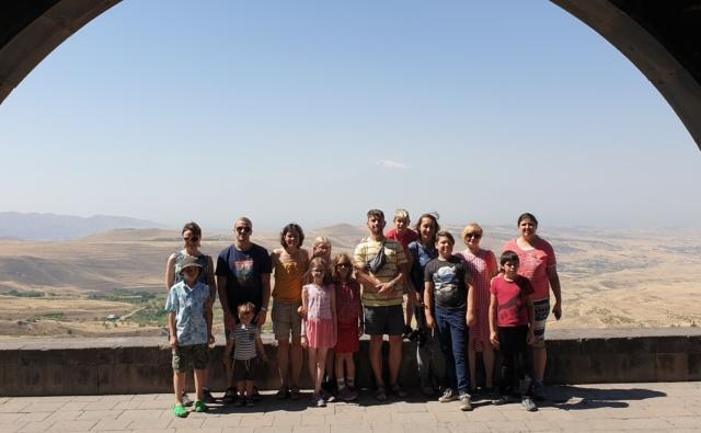 групповой портрет участников семейного лагеря
